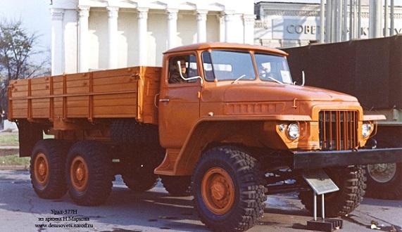 Автомобиль УРАЛ-377